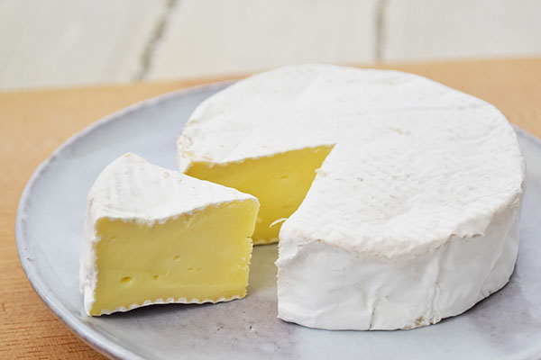 醍醐さんのナチュラルチーズ・トミーノカマンベールタイプ