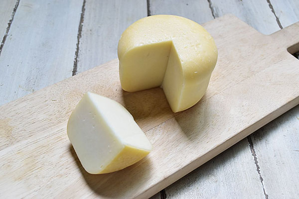 木次乳業さんの木次プロボローネチーズ
