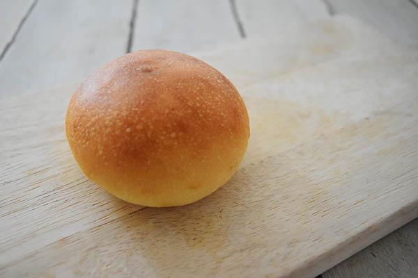 白殻五粉さんの自家製あんこの酒種あんパン
