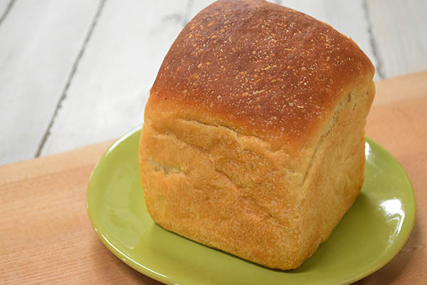 白殻五粉さんの国産小麦粉の食パン