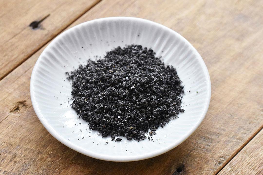 和田萬さんの有機黒ごま塩