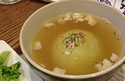 まるごと玉葱のコンソメスープ