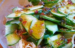 キュウリと玉葱のサラダ