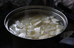 豆腐と玉葱の味噌汁